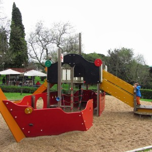 Bezpieczna nawierzchnia na plac zabaw (2)